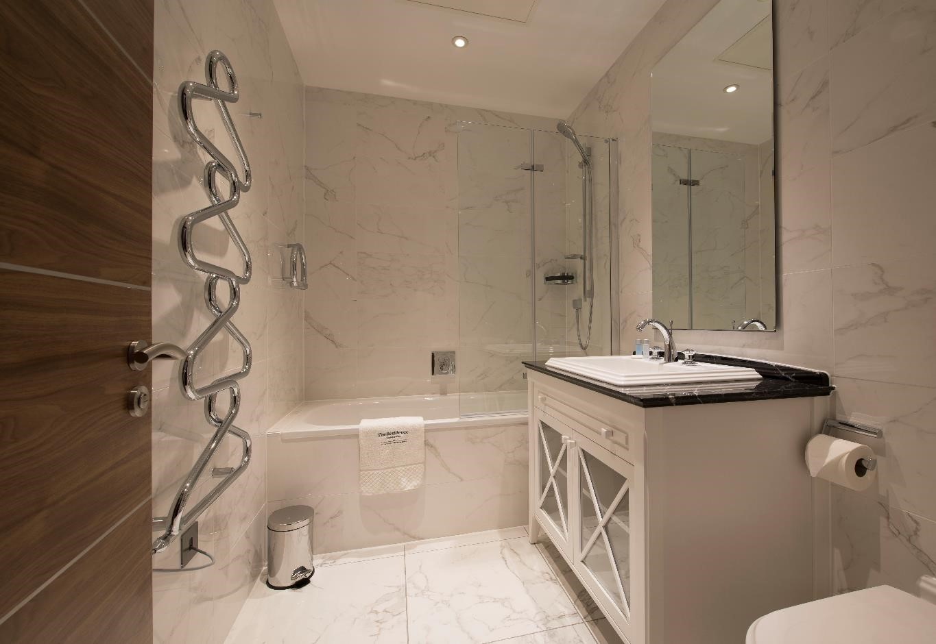 PAVILION - EXECUTIVE FAMILY BATHROOM - WEB